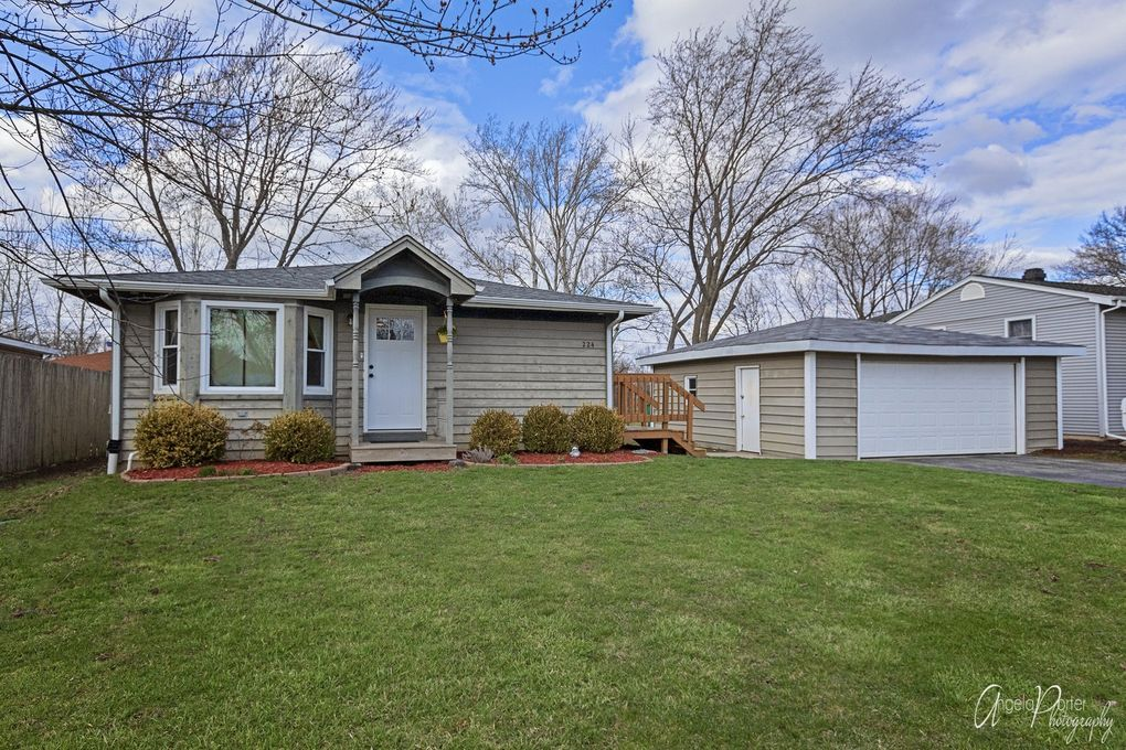 224 S Rosedale Ct, Round Lake, IL 60073