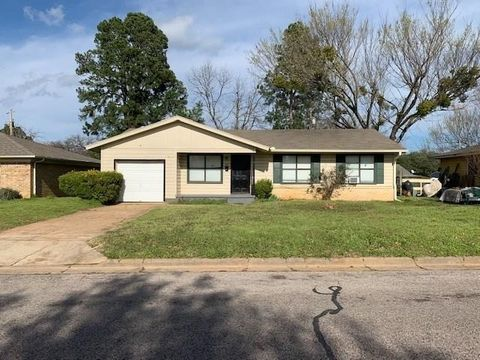 Photo of 1841 Belmont St, Paris, TX 75460