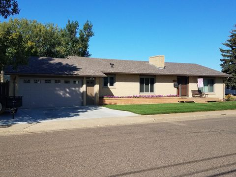206 2nd St Sw, Dickinson, ND 58601
