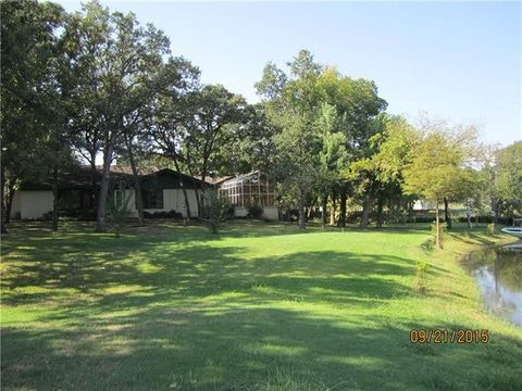 Photo of 300 Country Club Rd, Decatur, TX 76234