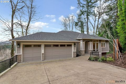 Photo of 17596 Green Bluff Dr, Lake Oswego, OR 97034