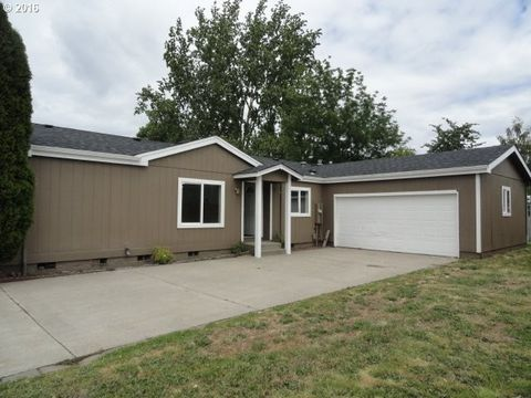 1054 Comstock Way, Woodburn, OR 97071