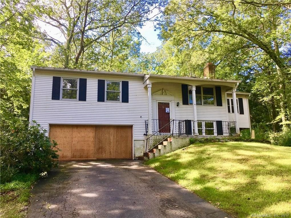 9 Delwood Ave, Clinton, CT 06413
