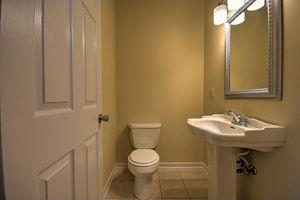 146 e ravine rd kingsport tn 37660 bathroom