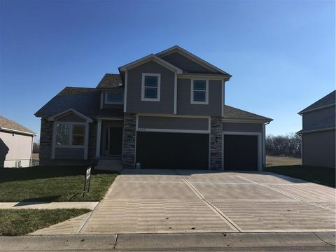 1805 Verbena Ave, Greenwood, MO 64034