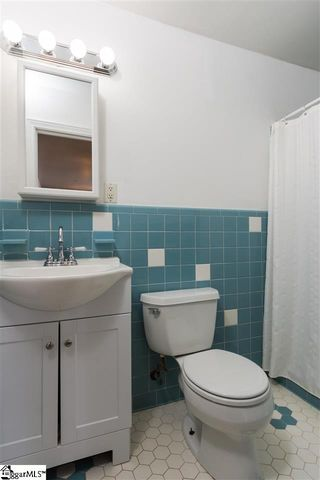 Bathroom Fixtures Greenville Sc 39 clarendon ave, greenville, sc 29609 - realtor®