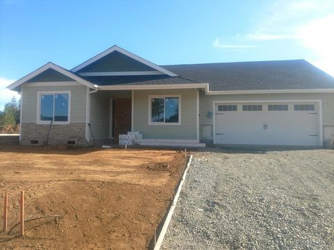 Photo of 215 Retirement Ln, Cave Junction, OR 97523