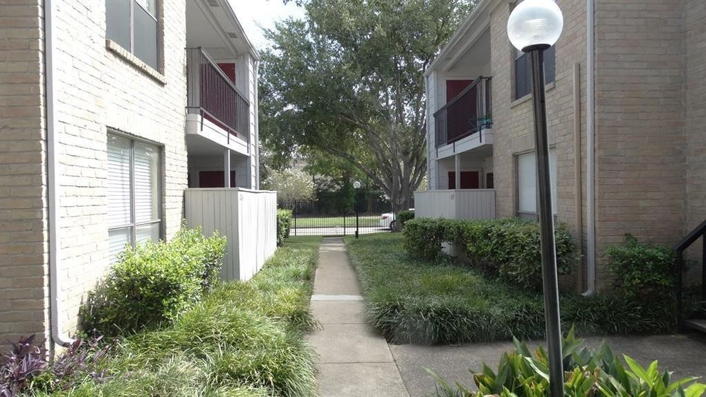 2120 Wilcrest Dr Apt 125, Houston, TX 77042