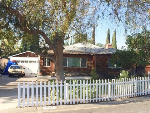 Photo of 13271 Woodland Dr, Tustin, CA 92780