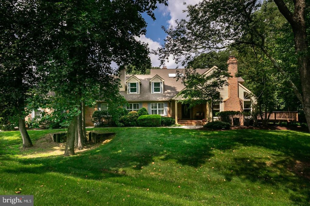 465 Windrow Clusters Dr, Moorestown, NJ 08057