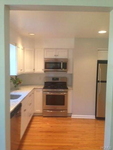 17 Gedney Cir, White Plains, NY 10605