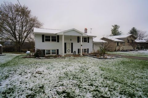 Photo of 365 Sunset Dr, Dowling, MI 49050
