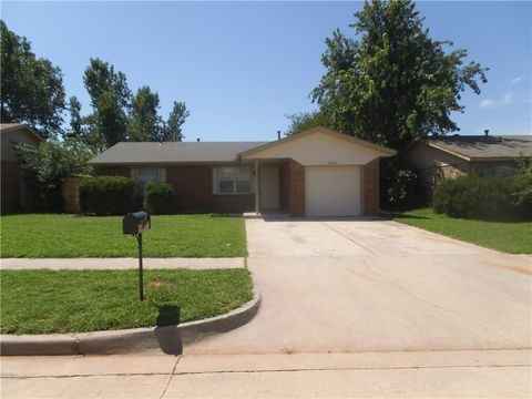 814 W Perry Dr, Mustang, OK 73064