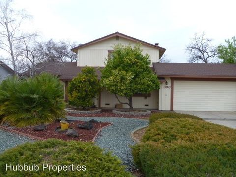 Photo of 396 Woodcliff Dr, Redding, CA 96003