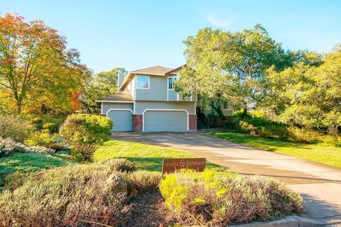 3164 Old Ranch Dr, Santa Rosa, CA 95405
