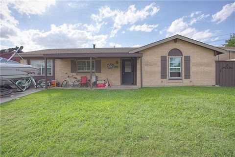 Photo of 6213 Locust St, Rowlett, TX 75089