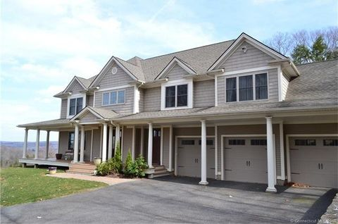 174 Country Woods Ln, Southbury, CT 06488