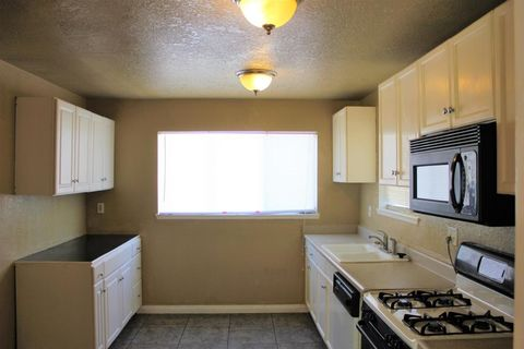 832 W Ave # H7, Lancaster, CA 93534
