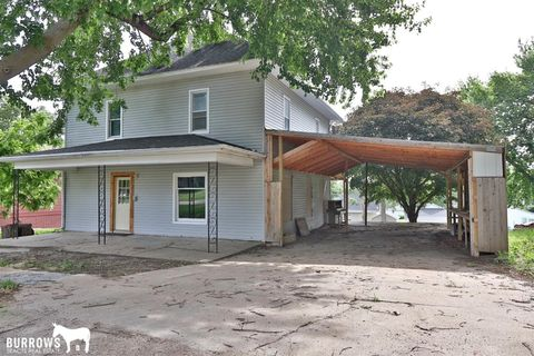 630 8th St, Adams, NE 68301