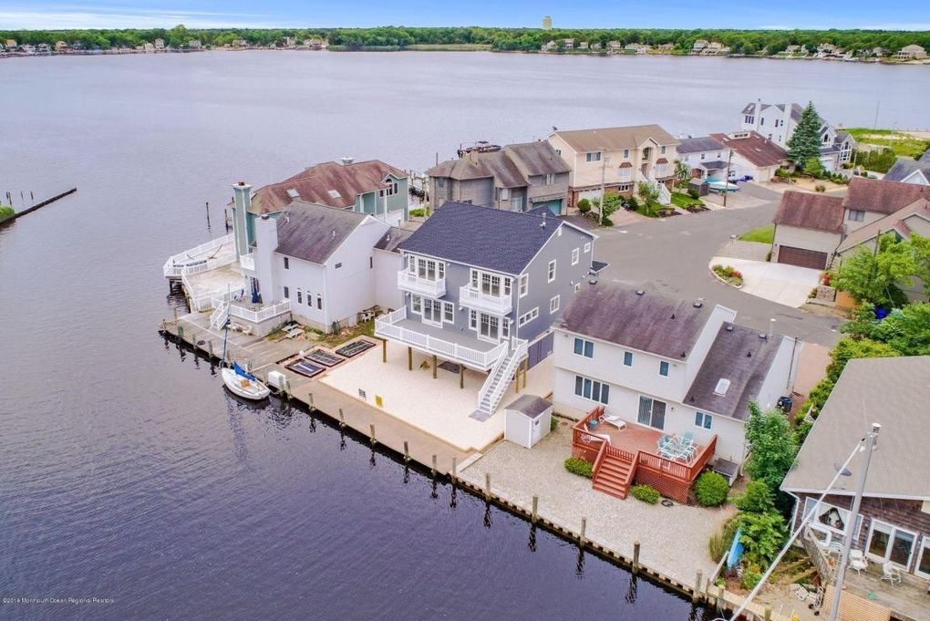 55 Island Dr, Brick, NJ 08724
