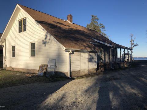 2223 Waccamaw Shores Rd, Lake Waccamaw, NC 28450
