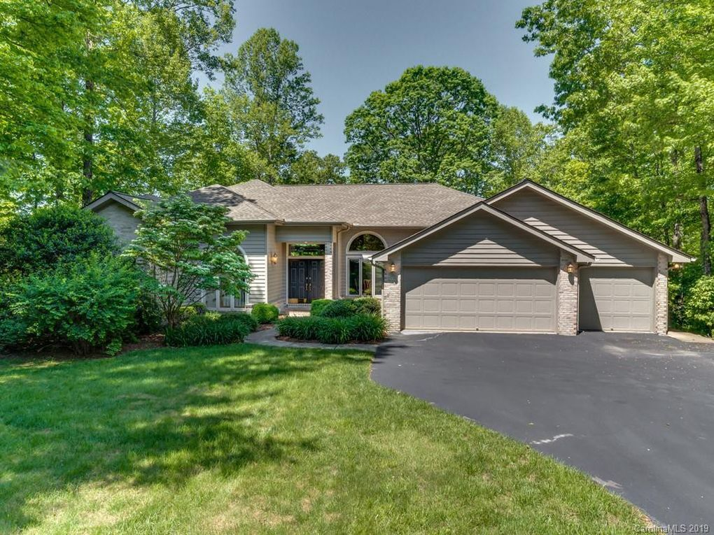 59 Old Hickory Trl, Hendersonville, NC 28739