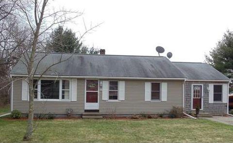 8 Clayton Rd, Middleboro, MA 02346