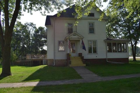 300 N Wolf St, Odell, IL 60460