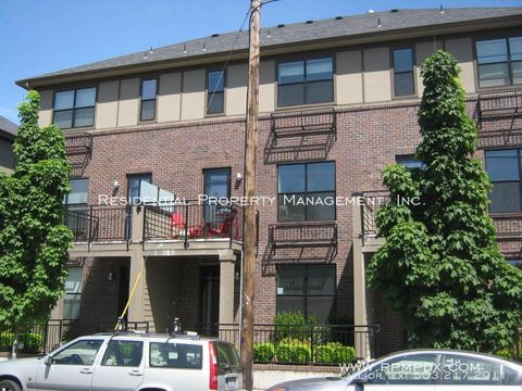 Photo of 1420 Nw 20th Ave Apt 102, Portland, OR 97209