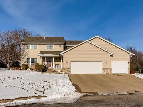 700 Martingale Dr, Norwood Young America, MN 55368