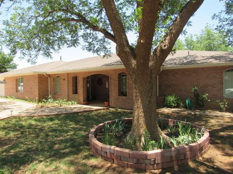 Photo of 1806 N 8th St, Tahoka, TX 79373