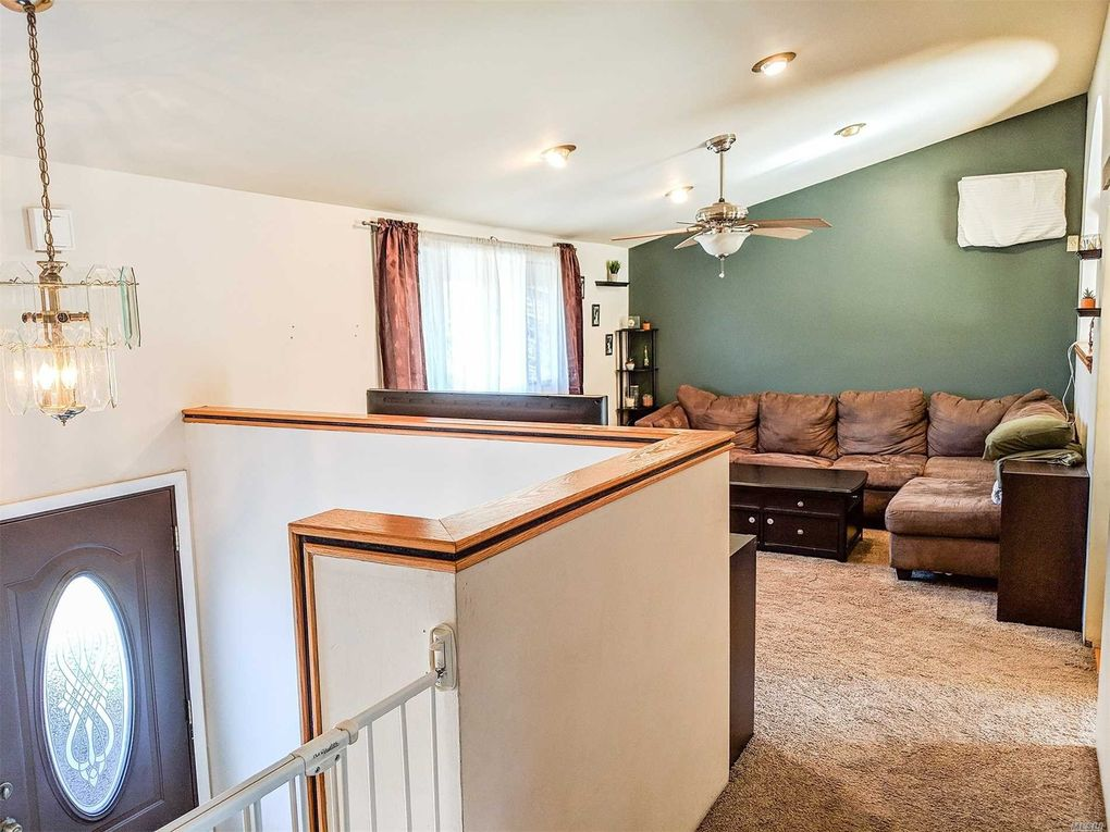12 Partridge Ln, East Setauket, NY 11733