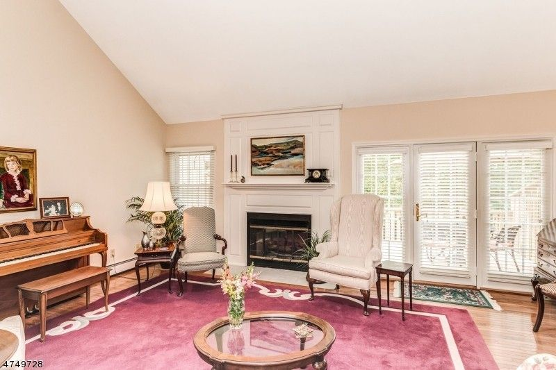 24 Bradford Ln Basking Ridge NJ 07920
