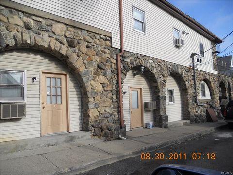 17 Prospect St Apt 8, Highland Falls, NY 10928