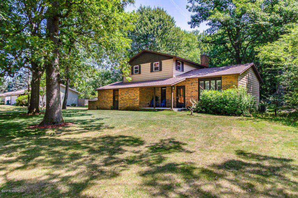 11616 Woodgate Dr Nw, Grand Rapids, MI 49534