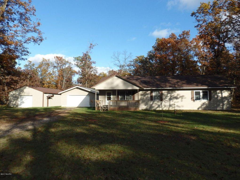 345 Snyder Rd, Wellston, MI 49689