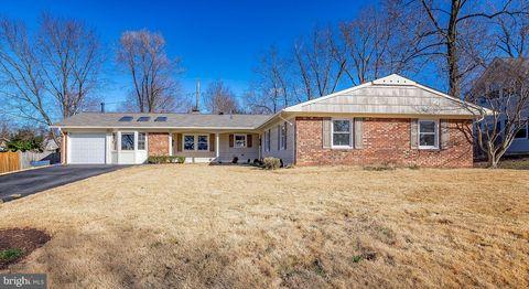 13204 Pennypacker Ln, Fairfax, VA 22033