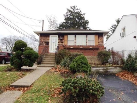 1610 Blaine Ave, East Meadow, NY 11554