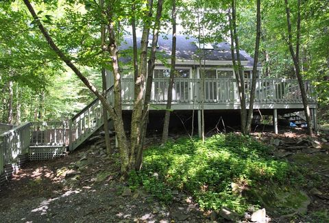 652 Roaring Brook Ln, Middletown, NY 12441