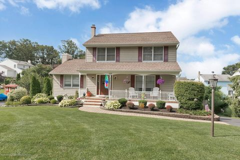 Tinton Falls, NJ Houses for Sale with Swimming Pool