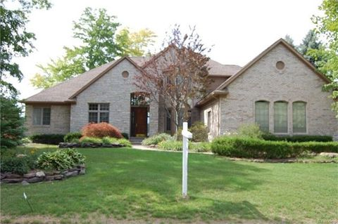 3271 Governors Ln, Commerce Township, MI 48390