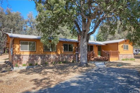 Photo of 42967 Country Club Dr E, Oakhurst, CA 93644