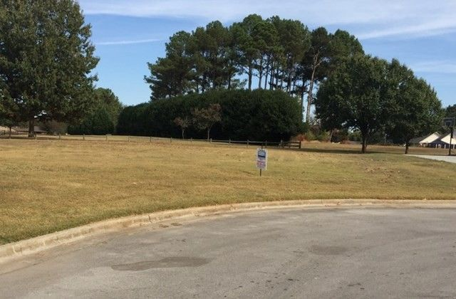 103 Country Club Ln, Muscle Shoals, AL 35661