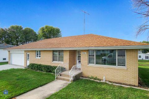 Photo of 201 W Dorion St, Beaverville, IL 60912