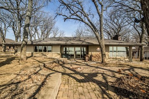Photo of 15691 Lakeshore Dr, Spirit Lake, IA 51360