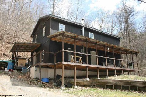 178 Lanham Hollow Rd, Salem, WV 26426