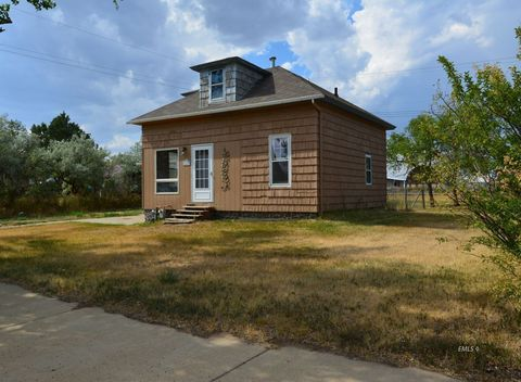 Photo of 415 E Montana Ave, Baker, MT 59313