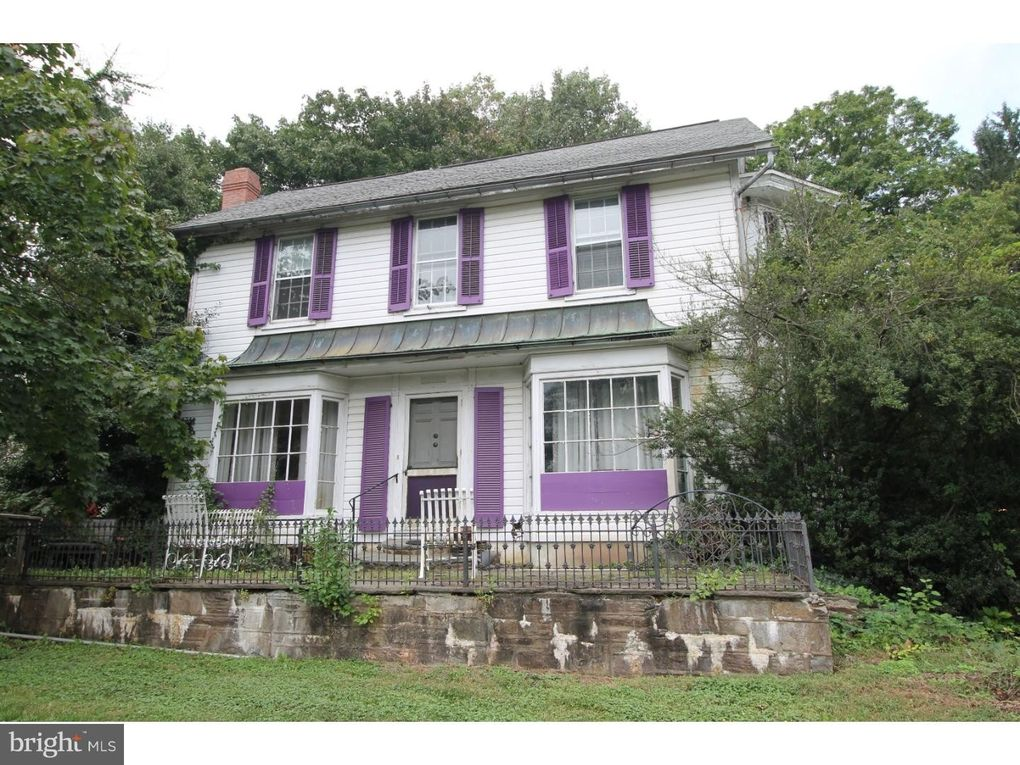 219 W Evergreen St West Grove, PA 19390
