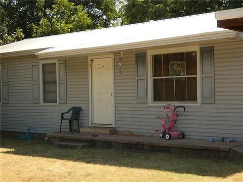 Photo of 514 Reeves St, Clyde, TX 79510