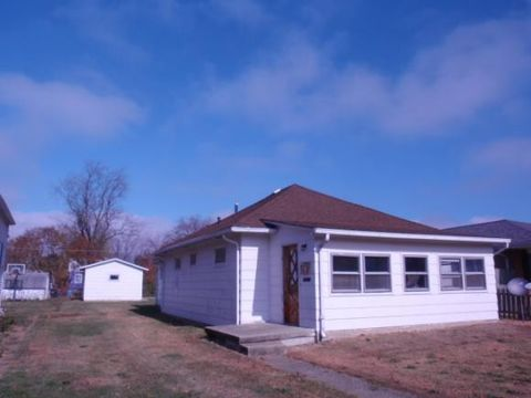 3008 Moultrie Ave, Mattoon, IL 61938